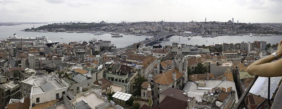 Istanbul detailed (10061x3895px) Panorama of Constantinople walls, blue mosque, hagia sophia.jpg