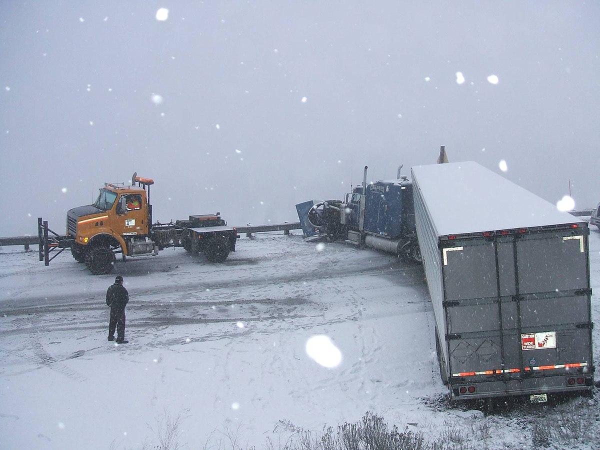 Jacknifed truck (10442311795).jpg