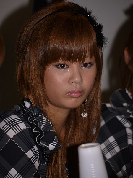 File:Japan Expo 2010 - Morning Musume - Conférence Presse - Day1 - P1440349.jpg