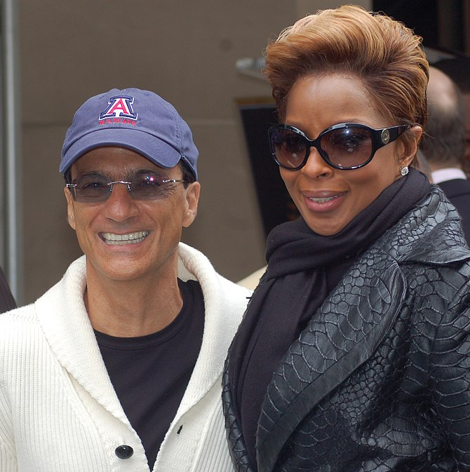 English: Jimmy Iovine and Mary J. Blige at a c...