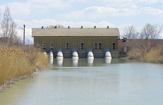 Utah Lake - Jordan River pumping station at Utah Lake