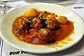 Kødboller med kartofler og sauce (4253990017).jpg