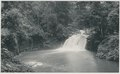KITLV - 12616 - Kleingrothe, C.J. - Medan - Waterfall of the Sungai Bampu at Gunungrintih in Deli - 1903.tif