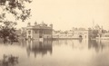 KITLV 100558 - Unknown - Golden temple and sacred source of the Sikhs at Amritsar in British India - Around 1870.tif