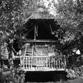 Kašča, spodaj prostor za shranjevanje plugov, Gradenc 1957.jpg