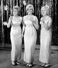http://upload.wikimedia.org/wikipedia/commons/thumb/1/14/Kaye_Sisters_1964.JPG/200px-Kaye_Sisters_1964.JPG