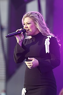 Picture of Kelly Clarkson performing live in 2018