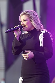 Kelly Clarkson 2018 DoD Warrior Games Opening Ceremony 11.jpg