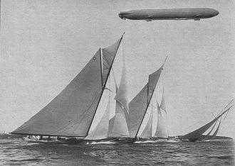 International rule (sailing) - The 19mR Octavia racing with the 15mR class (Kiel Week, 1913)
