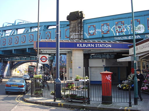 Kilburn station entrance2