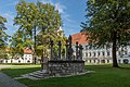 Klagenfurt Viktring Stift Marienhof mit Marienbrunnen Rückansicht 23092017 1142.jpg