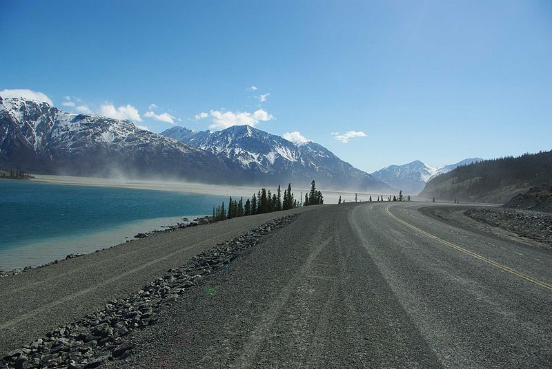File:Kluane Lake Aay Chu River.jpg