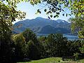 Kochelsee mit Herzogstand und Heimgarten im Hintergrund vom Aspensteinbichl in Kochel am See aus gesehen.jpg