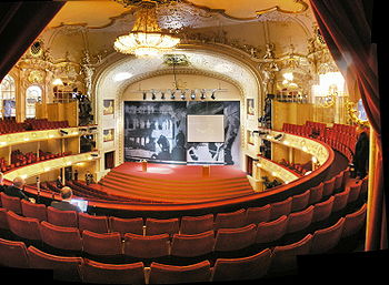 Komische Oper Berlin interior Oct 2007 balcony view.jpg