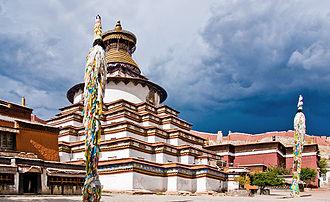 Palcho Monastery - Image: Kumbum Gyantse