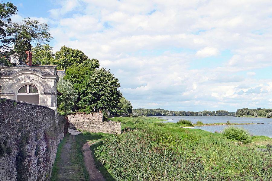 Chantourteau est à proximité de la confluence entre la rivière Maine et la Loire.