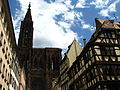 La cathédrale de Strasbourg vue de la place Gutenberg.jpg