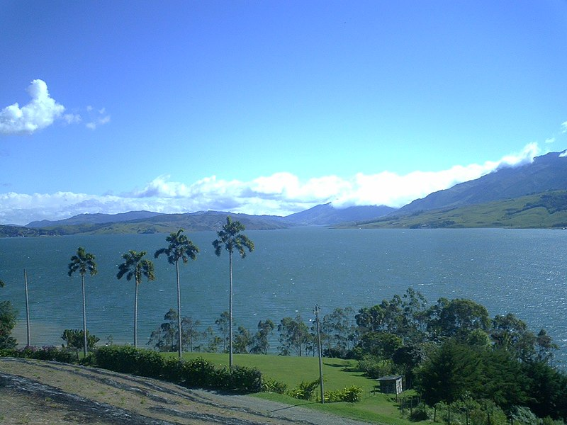 File:Lago Calima.jpg