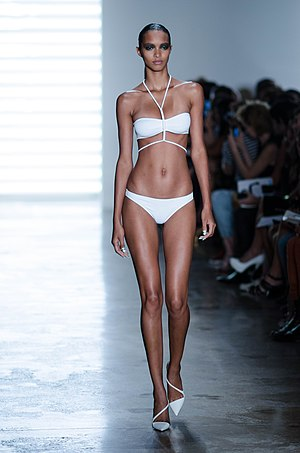 Lais Ribeiro - Lais Ribeiro walking the runway for Cushnie et Ochs.