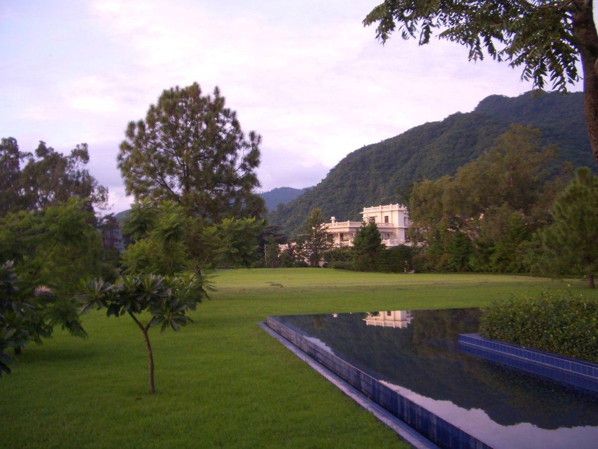 Lawns surrounding the Ananda spa.jpg