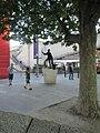 Lawrence Olivier statue 2015 London.jpg