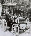 Le premier chauffeur automobiliste militaire, Joseph Journu sur Panhard en 1897 (manoeuvres du Sud Ouest, au sein du 18e corps).jpg