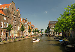 The Old Rhine in Leiden appears as a gracht