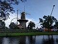 Leiden - Molen de Valk met opbouw kermis.jpg