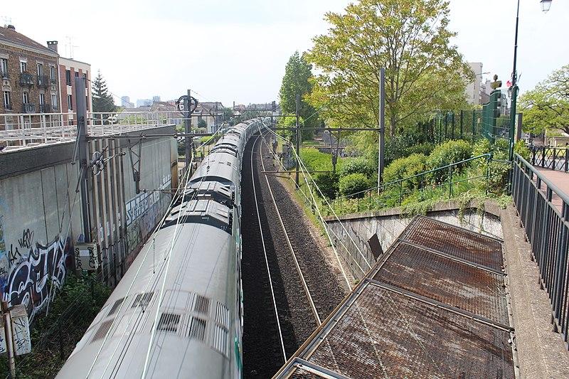File:Ligne RER A près Gare Parc St Maur Fossés 6.jpg