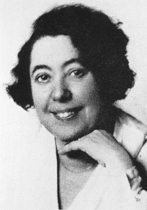 Lina Stern - Stern photographed circa 1910