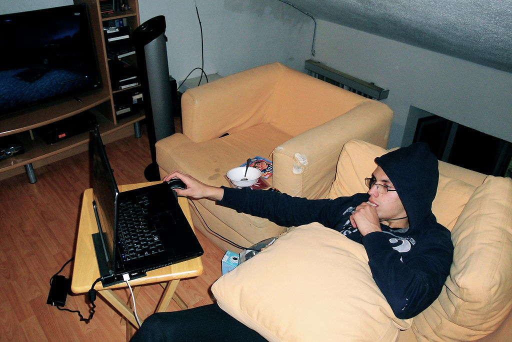 Ciberadicción 1024px-Living_in_a_black_hole.