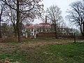 Lochkov, pivovar, ze zámeckého parku.jpg