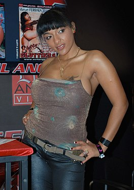 Loona Luxx at AVN Adult Entertainment Expo 2009 (1).jpg