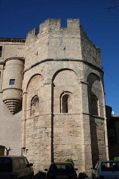 Loupian (Hérault) - chevet de l'église Saint-Hyppolite.