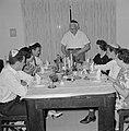 Maaltijd aan het begin van de sabbat. Op de tafel een kiddoesjbeker en glazen wi, Bestanddeelnr 255-4718.jpg