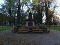 Malostranský hřbitov, náhrobek Thun-Hohensteina, čelní pohled.jpg