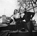Man en vrouw zittend aan dek van het schip Siegfried & Erik te Parijs, Bestanddeelnr 252-9423.jpg