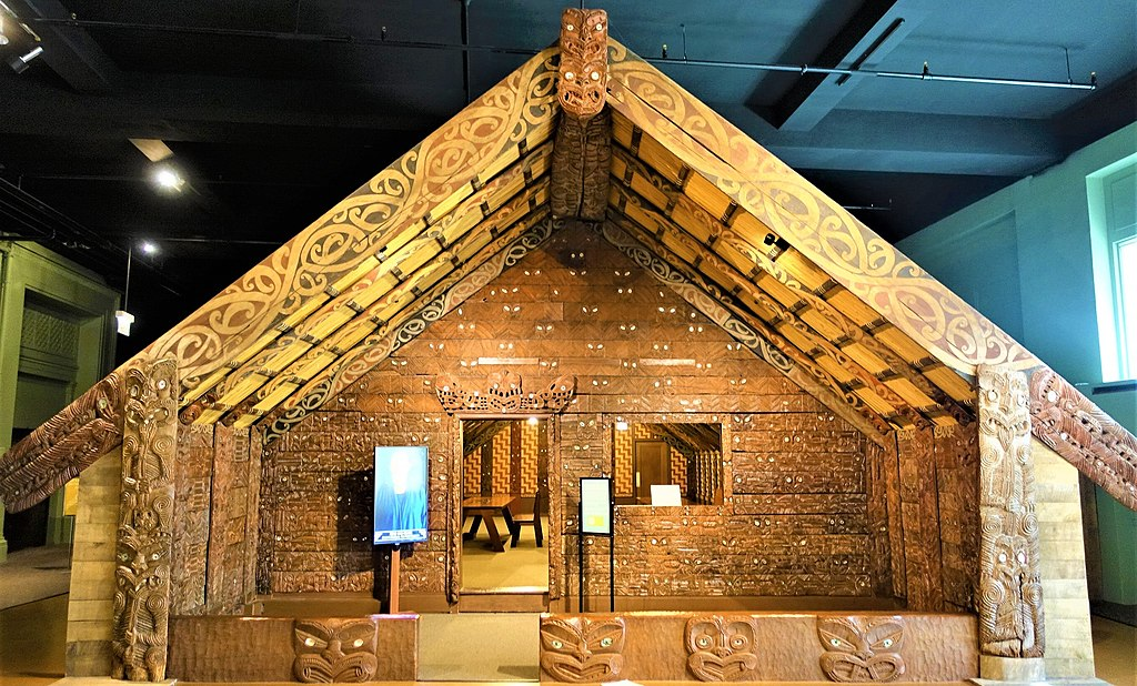 Maori Meeting House, Ruatepupuke II - Field Museum of Natural History