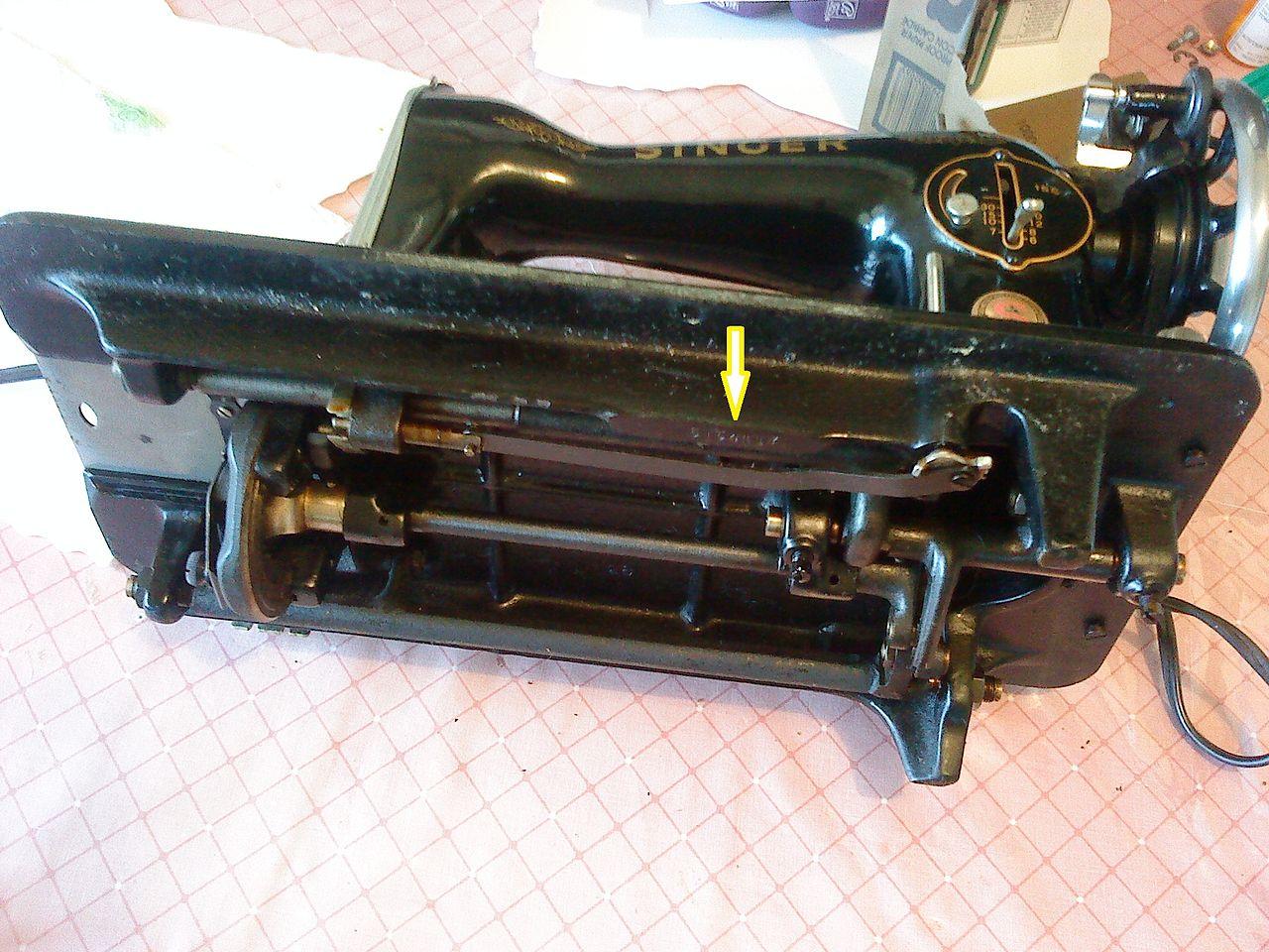 Archivo:Maquina de coser singer la negrita 02.JPG