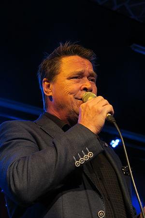 Markku Aro - Markku Aro singing.