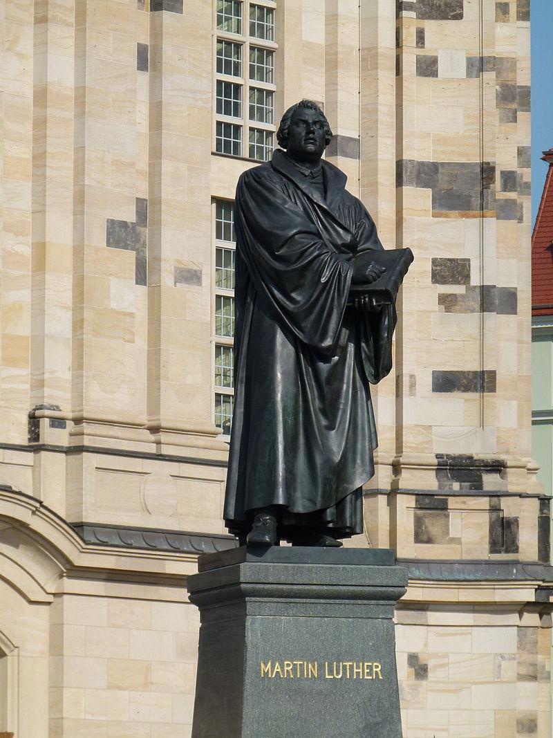 Martin Luther-Denkmal vor der Frauenkirche in Dresden 2.jpg