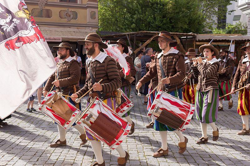 File:Memmingen - Wallenstein 2016 - Musketiere 7- Trommler.jpg