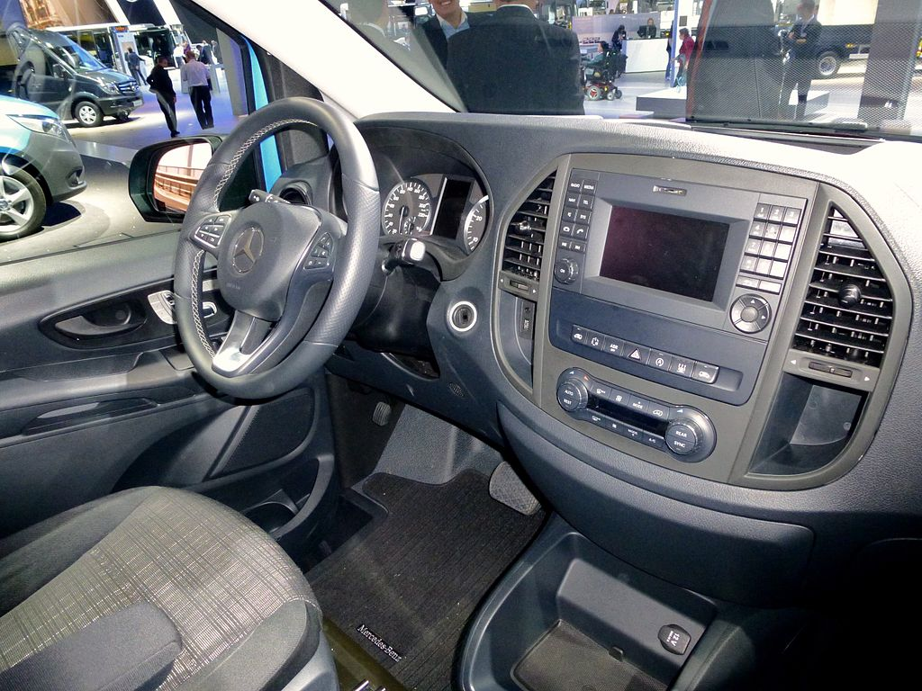 File mercedes benz vito kastenwagen innen 447 jpg for Mercedes benz interieur