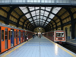 Metro Station of Piraeus2.JPG