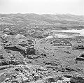 Muren van de fortificatie van Byblos Uitzicht op ruïnes en op de Middellandse Z, Bestanddeelnr 255-6367.jpg