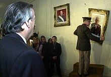 Kirchner kontrolante la forigon de bildoj