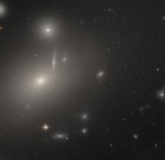 [Obrazek: 240px-NGC_4889_HST.png]