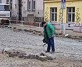 Na žertvách - U Balabenky, asfaltová zálivka dlažebních kostek.jpg