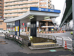 Nagoya-subway-T04-Joshin-station-entrance-5-20100316.jpg