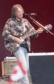 Neil Young in concerto a Turku in Finlandia nel 1996.